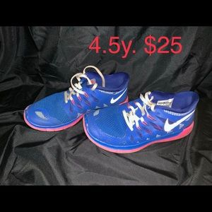 Girls Nike athletic shoes kids size 4.5y